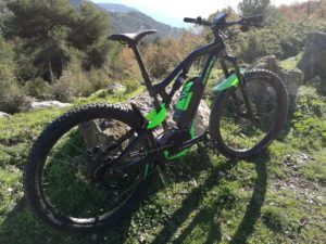 Cadre: OST+ SUPREME 5 ALLOY 140mm Rear Travel Boost Moteur: Bosch Performance CX 25 Km/h Batterie: Bosch Powerpack 500Wh Console: Intuvia Display Fourche: Rock Shox Yari RC 27+ boost 15×115 Amortisseur: Rock Shox Monarch RT Transmission: Sram NX 11v Pédalier: FSA CK310 170mm Freins: Sram Guide R Black